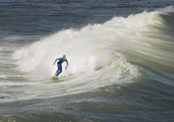 surfer-553653_1280